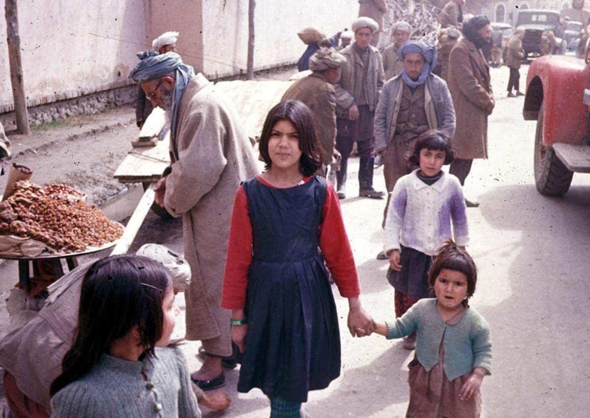 Afghanische Mädchen in den Straßen von Kabul, Afghanistan
